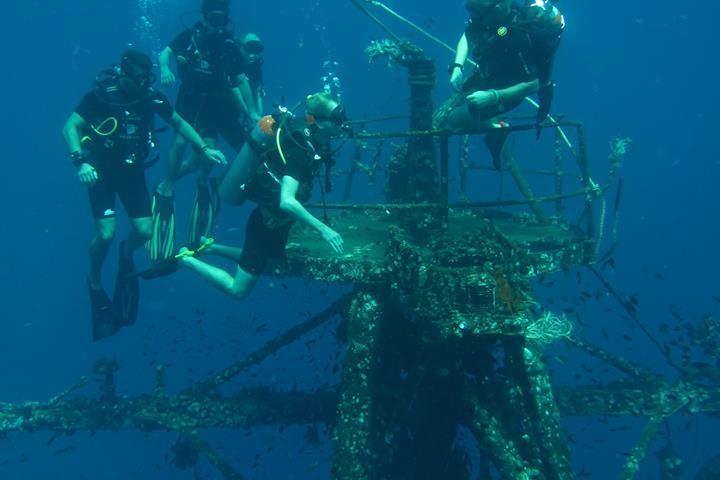 warck schiff tauchen meer koh chang insel thailand