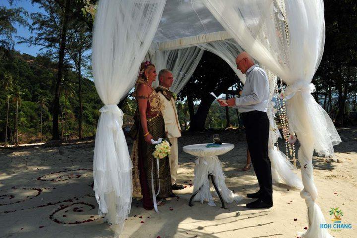 trauung-koh-chang-strand-hochzeit-heiraten