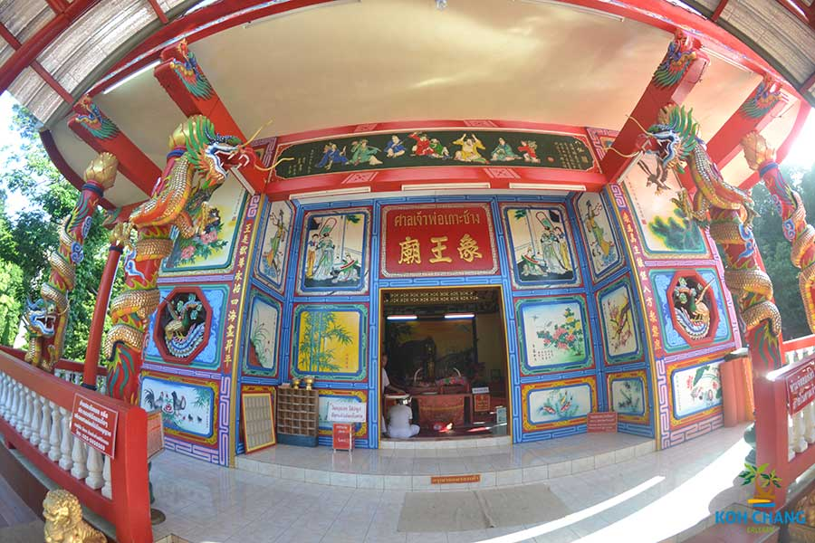 Der-Chinesische-Tempel-Schrein-koh-chang-insel-thailand-wat