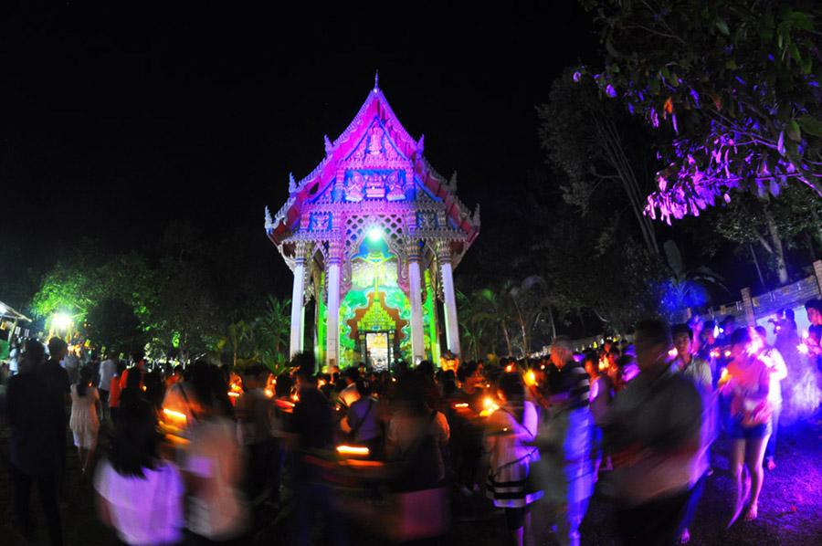 MakhaBucha Day tempel koh chang klong prao insel thailand