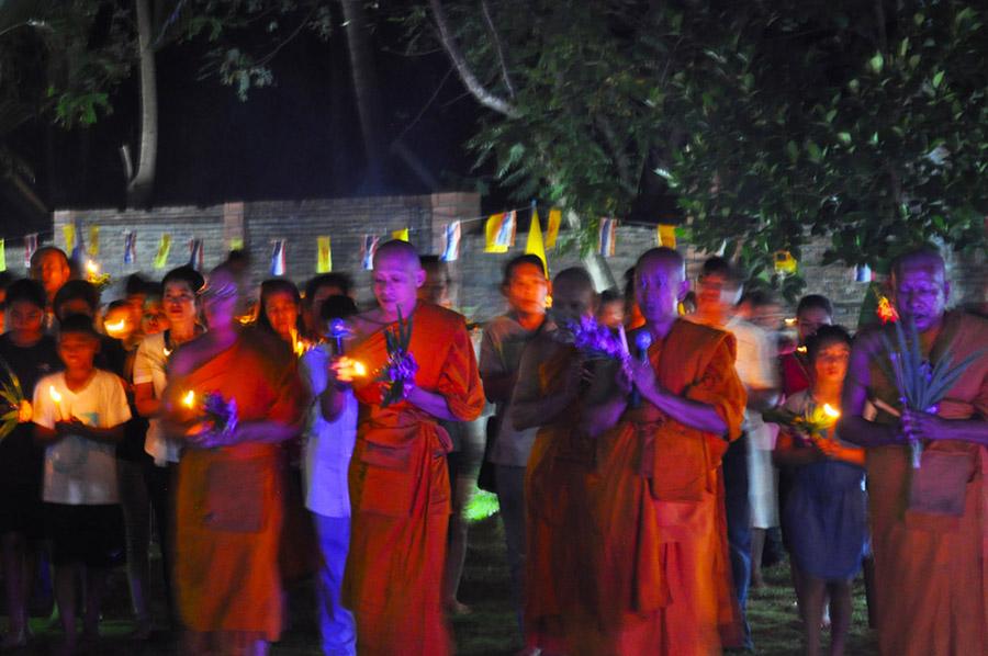 tempel koh chang MakhaBucha Day klong prao feier insel thailand