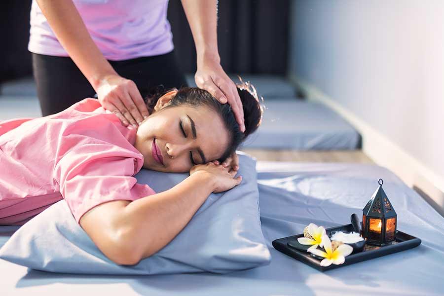 Thai-massage-koh-chang-insel-thailand-regenwetter