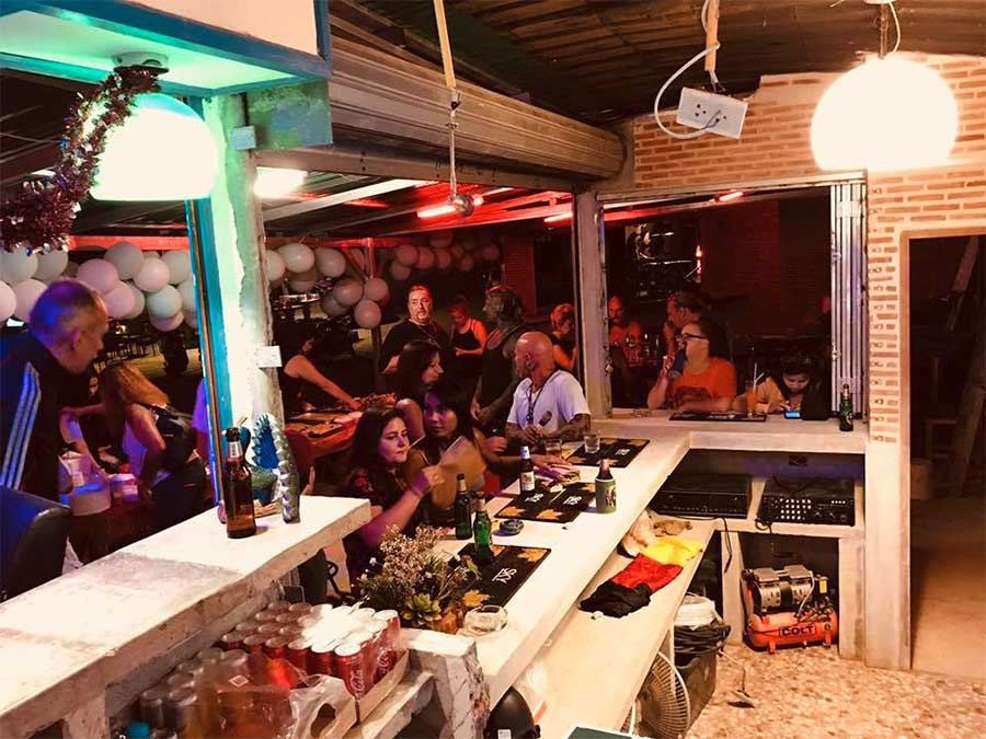 walking-street-kai-bea-party-bar-koh-chang-feiern