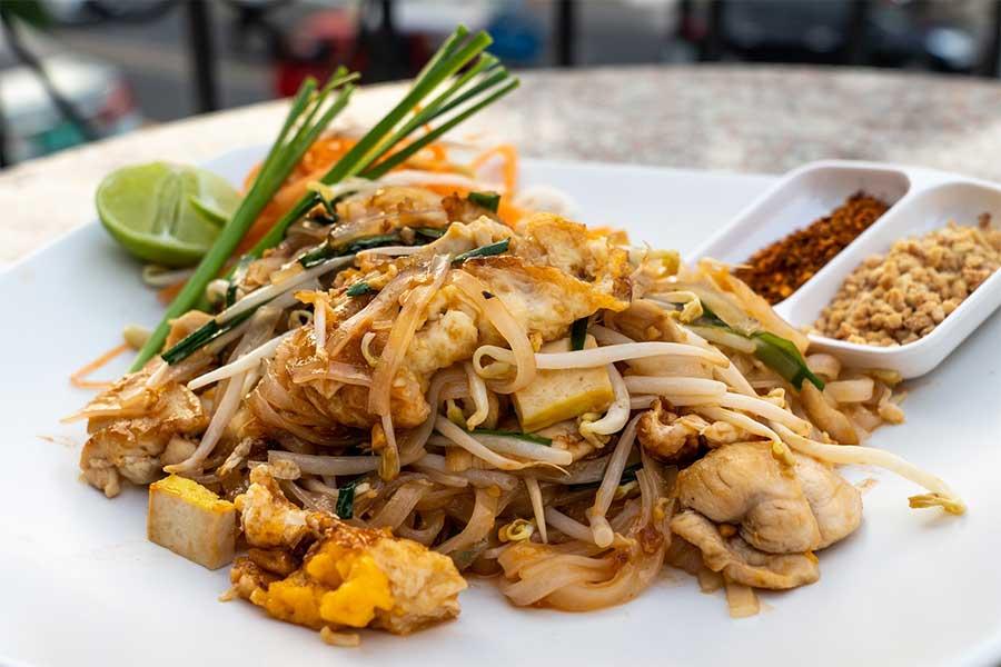 pad-thai-streetfood-markt-koh-chang-insel-thailand