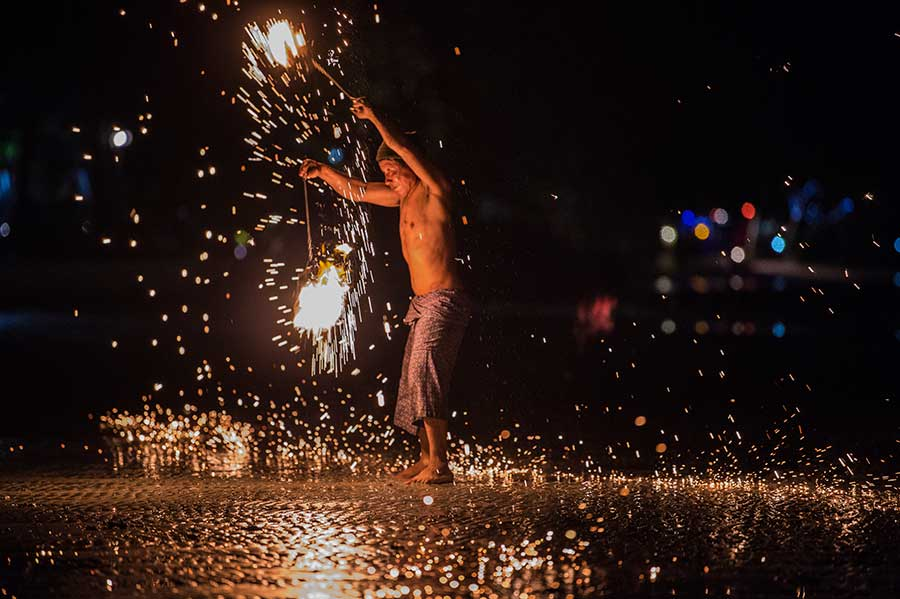 feuershow-thailand-koh-chang-insel